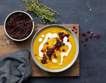 Græskarsuppe med salatost og grillet majs