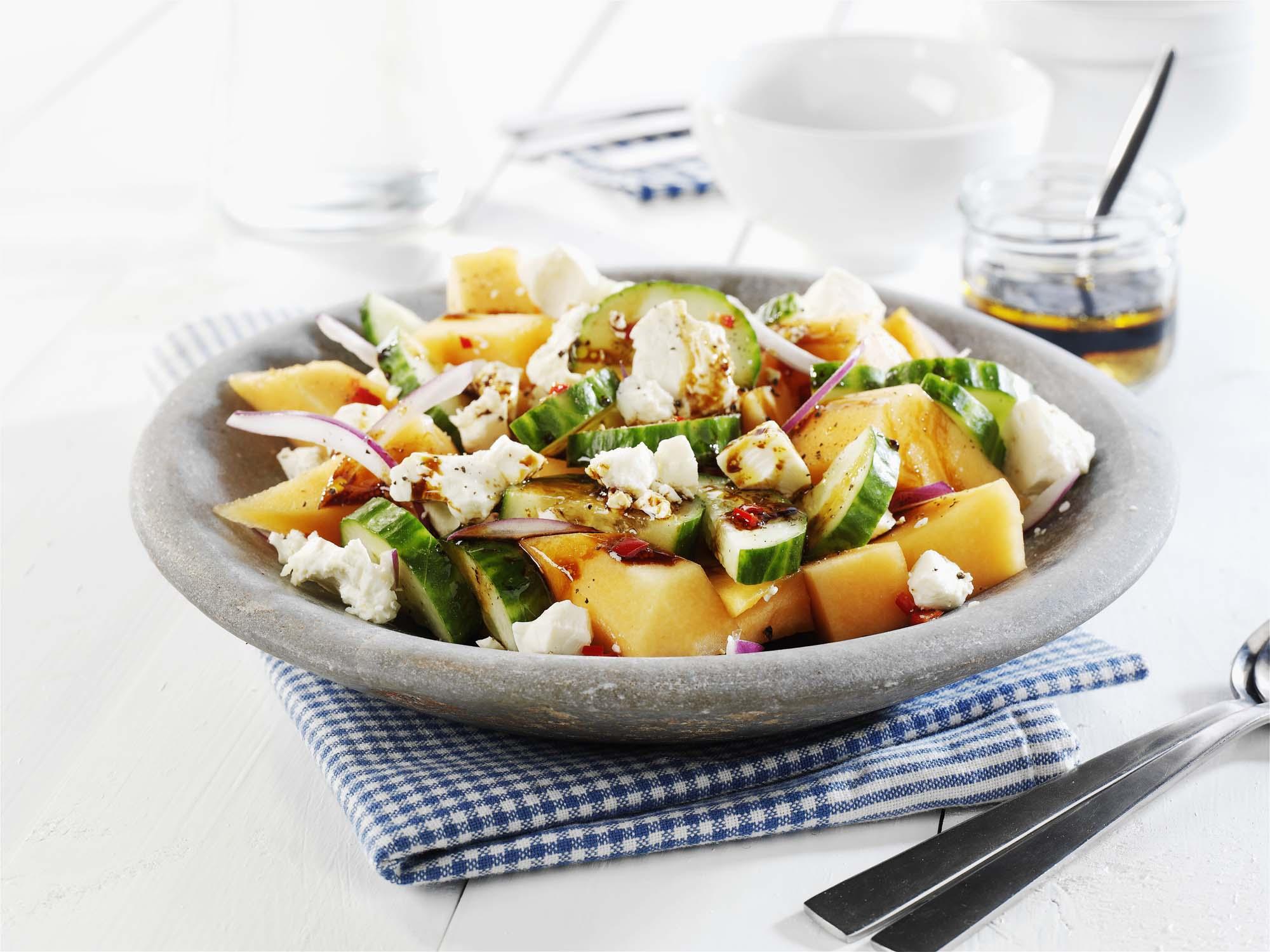 Frisk-salat-med-melon-og-salatost