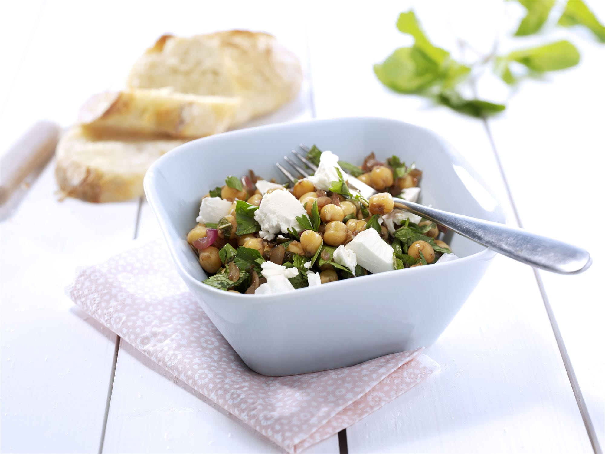 Kikærtesalat-med-gedeost