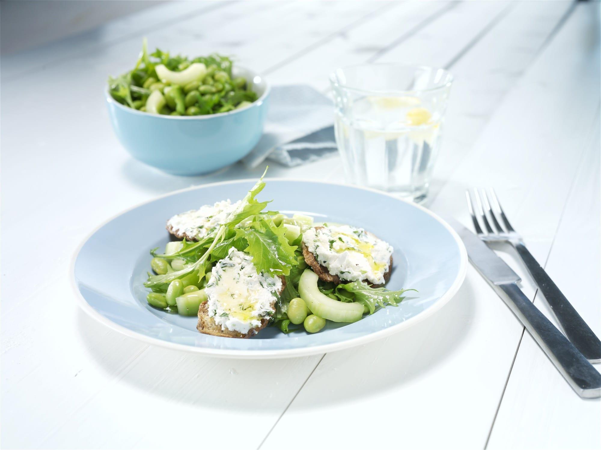 groen-salat-med-gratineret-gedeost