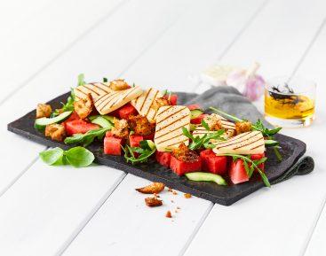 Salat med Vandmelon, rucola, halloumi og brød-crutoner (hjemmelavede)
