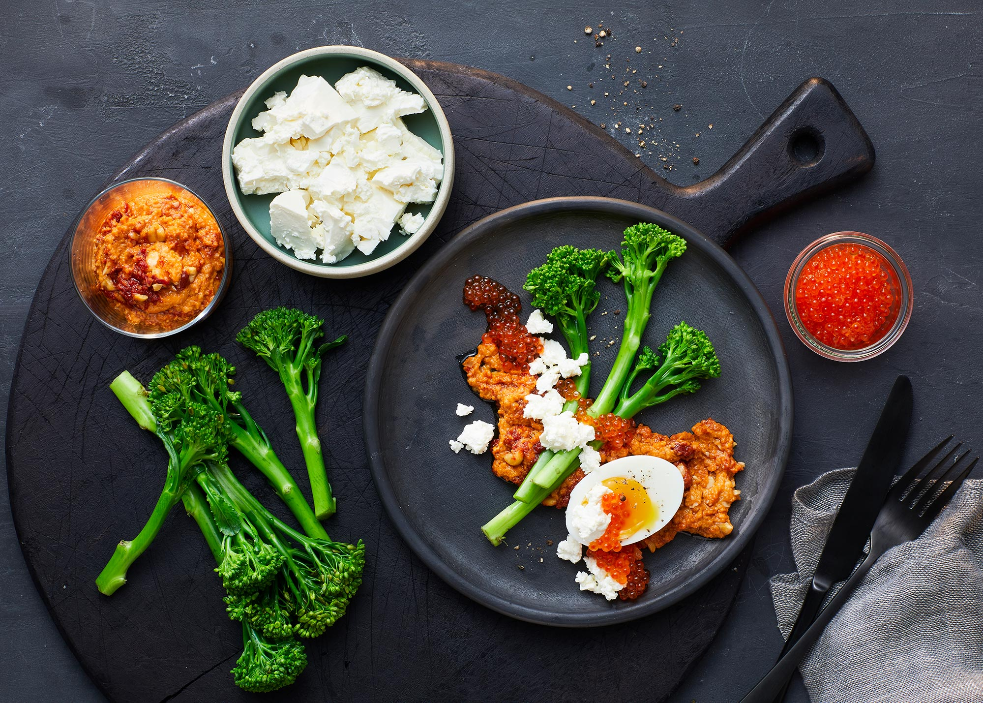 Dampede asparges-broccoli, salatost og grov satay